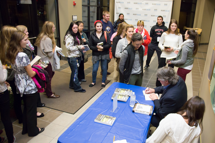 Book signing on Hilbert's Campus
